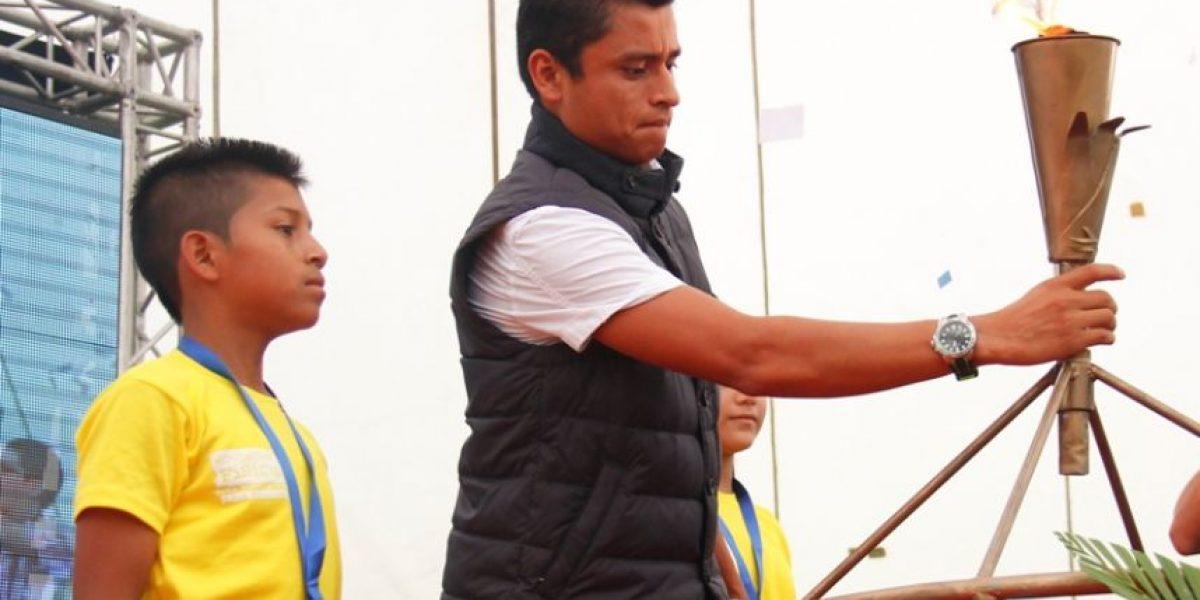 El medallista olímpico Erick Barrondo enciende el fuego en Retalhuleu