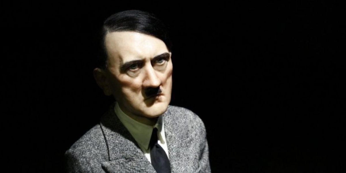 Escultura de Adolf Hitler arrodillado subastada en 17 millones de dólares