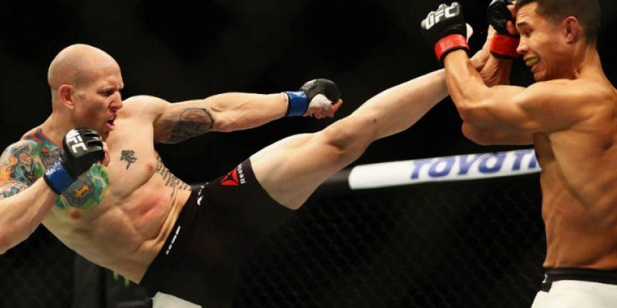 UFC: Josh Emmett se rompe el dedo en su debut y gana