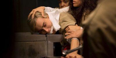 La historia está basada en la experiencia de la productora Piper Kerman, quien pasó por prisión por el mismo delito que la protagonista. Foto:vía facebook.com/orangeisthenewblack