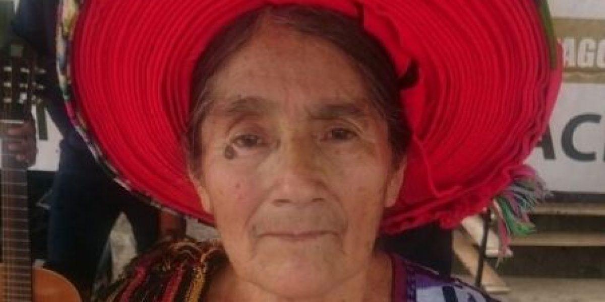 Policía realiza un homenaje a la mujer cuyo rostro está en la moneda de 25 centavos
