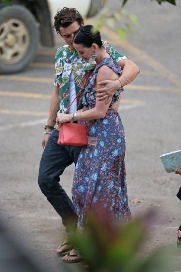 No solo se les ha visto abrazados, Katy Perry y Orlando Bloom compartieron unas vacaciones en Hawái Foto:The Grosby Group