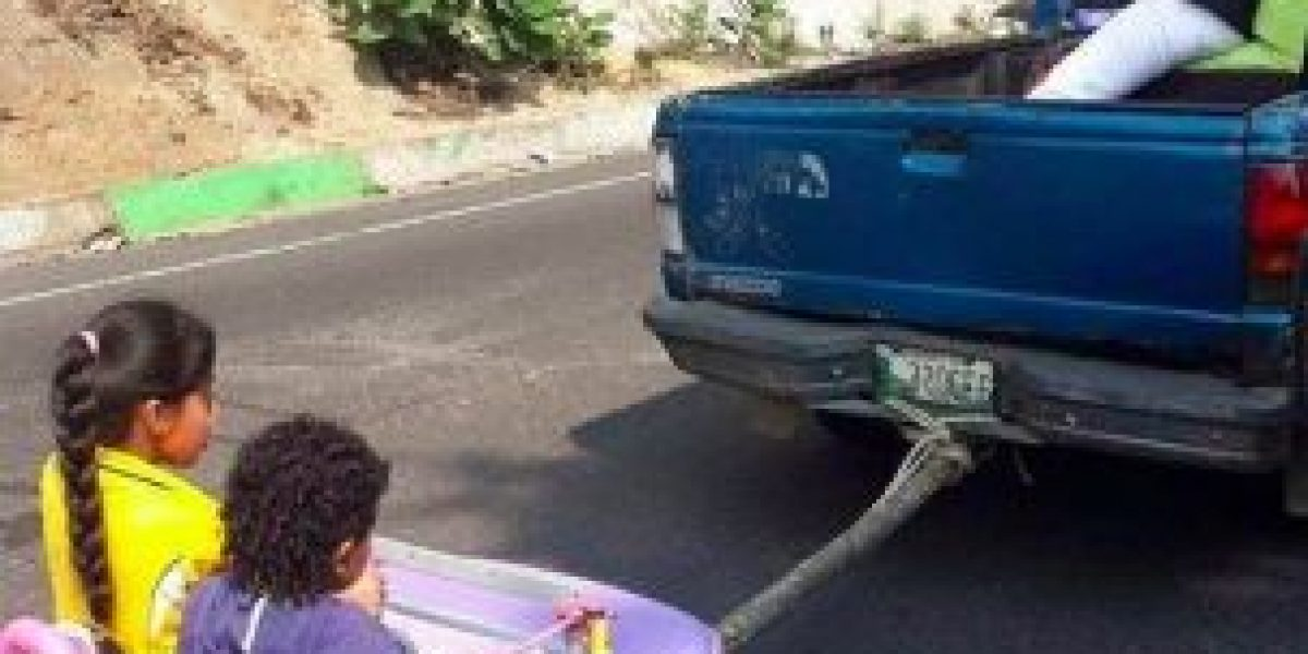 Viralizan denuncia en redes de padres imprudentes en ruta Interamericana