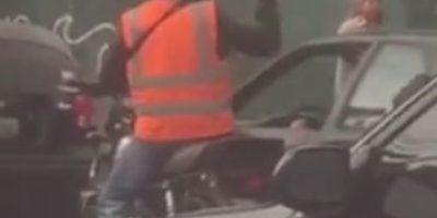 Difunden video del momento en que un ladrón en motocicleta dispara para asaltar