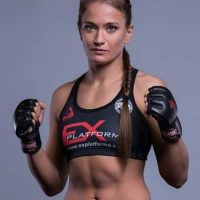 Es una peleadora polaca de 30 años Foto:Vía instagram.com/karolinakowalkiewicz