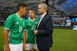 """Y con las figuras del """"Tricolor"""", Jorge Campos y Manuel Negrete. Foto:Getty Images"""