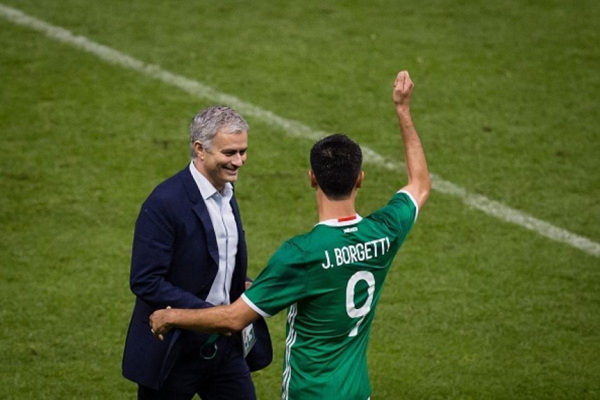 Aquí con el histórico goleador mexicano, Jared Borgetti. Foto:Getty Images