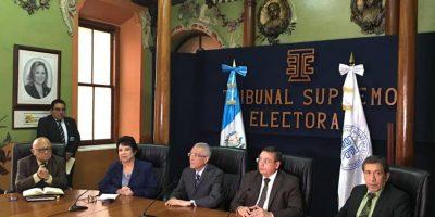 Magistrados del TSE exhortan a Jimmy Morales a que sancione reformas a Ley Electoral