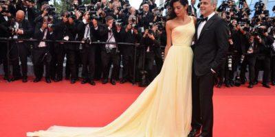 """Esposa de George Clooney pasó un """"drama"""" con su vestido en Cannes"""