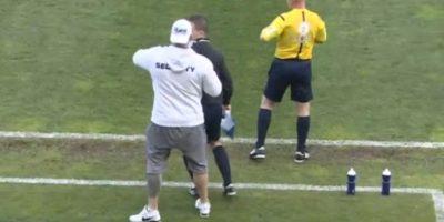 El incidente se dio en el fútbol checo Foto:Twitter