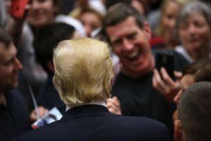 De acuerdo a cifras oficiales, 6.8 millones de los 11 millones de inmigrantes que viven en Estados Unidos tienen un empleo. Foto:Getty Images