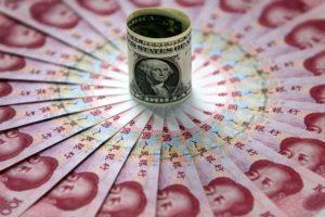 Nunca saquen el tema del dinero cuando estén hablando de otra cosa con su pareja. Foto:Getty Images