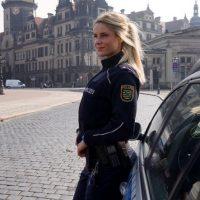 Por su belleza la oficial Su nombre es Adrienne Koleszár, tiene cautivado a internet. Foto:Vía Instagram/@adrienne_koleszar