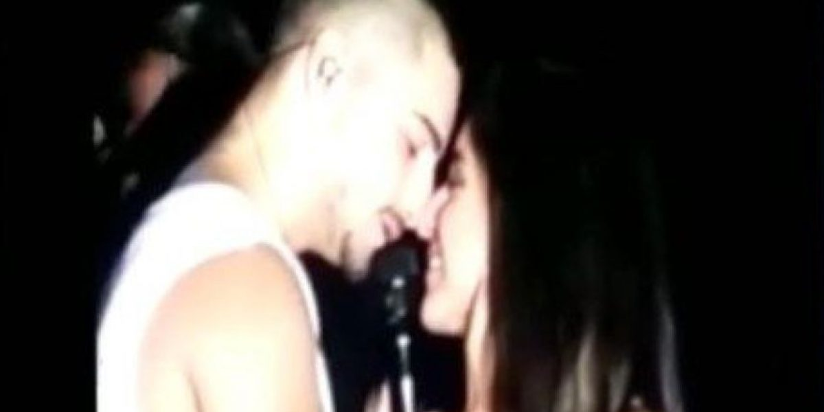 VIDEO. Maluma besa a una fan durante su concierto en México
