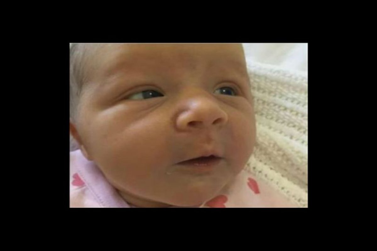 Casi dos años después, celebran el nacionmiento de su hija Violet Foto:Twitter
