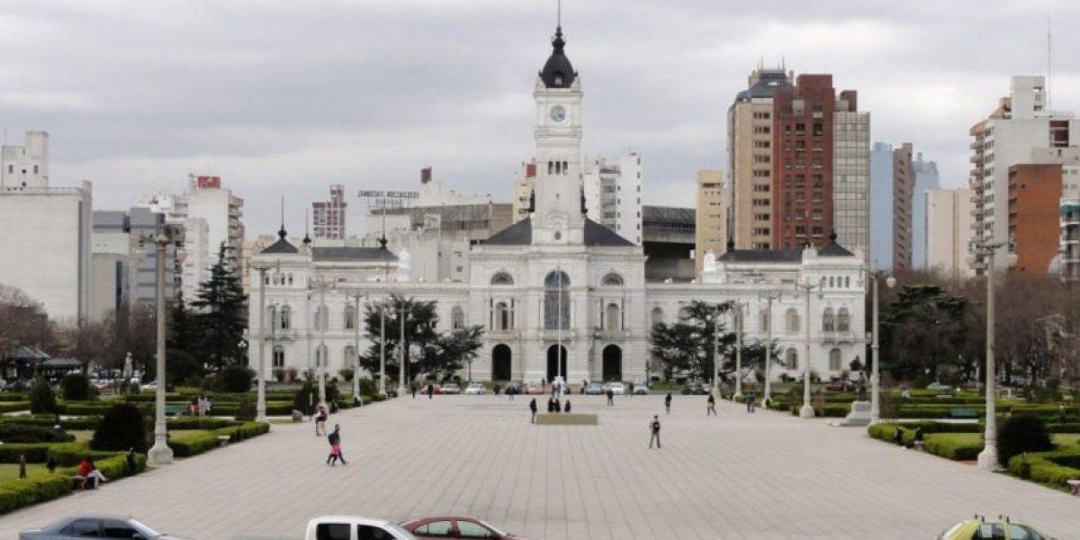Mujer argentina ayuda a una completa extraña a construir su casa