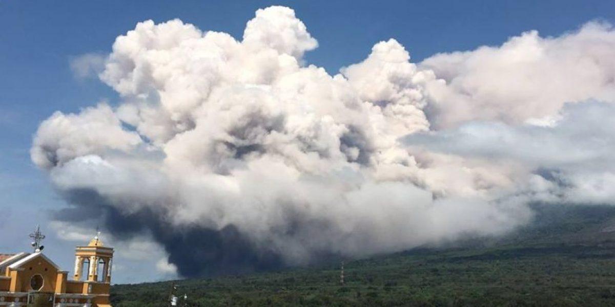 Suspenden clases en San Juan Alotenango por erupción del volcán de Fuego