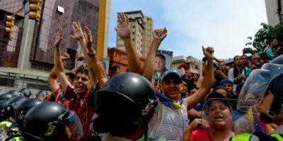 Ahora la situación de crisis en Venezuela esta orillando a que los venezolanos lo quieran fuera del poder. Foto:AFP