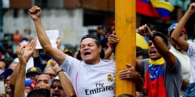 Aunque Nicolás Maduro asegura que su pueblo lo apoya, la oposición a conseguido más de un millón de firmas para solicitar un referéndum revocatorio. Foto:AFP