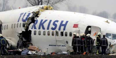 Este accidente sucedió en Paris en marzo de 1974 cuando el vuelo 981 se impactó, matando a las 346 personas a bordo. Las investigaciones demostraron que la escotilla de carga trasera se desprendió causando descompresión y dejando a los pilotos sin control de la nave. Foto:Wikipedia