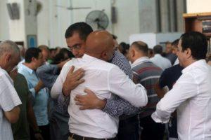 Las familias siguen sin saber que causó esta situación. Foto:AFP