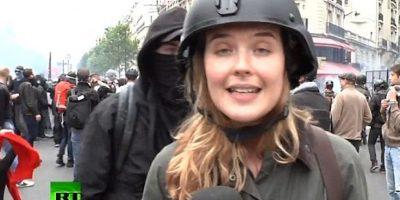 Reportera es agredida en París durante transmisión en vivo