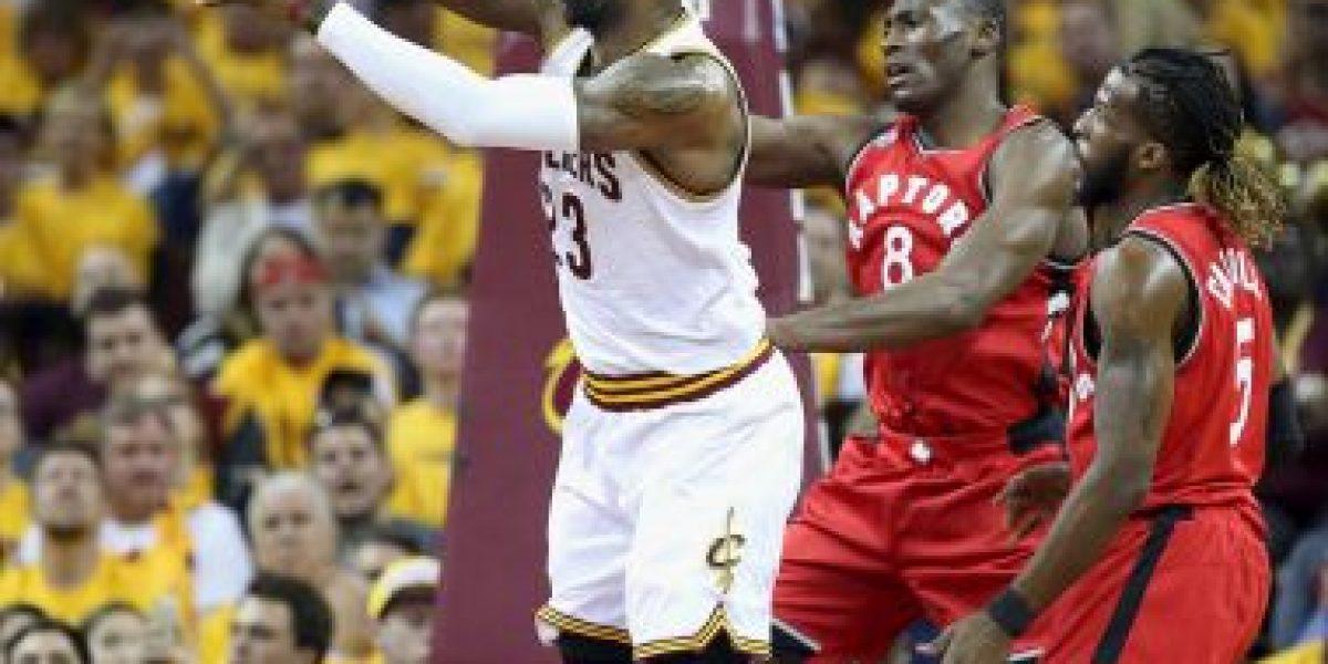 LeBron James y Cleveland Cavaliers mojan a su coach