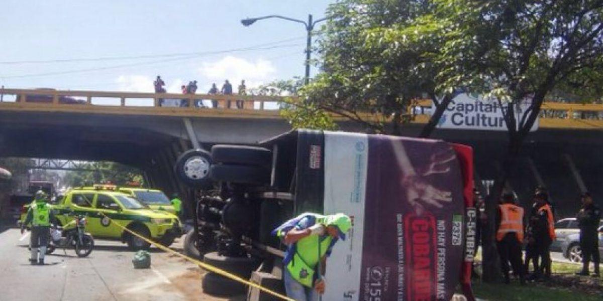Más de 20 heridos deja accidente de bus en Calzada Roosevelt