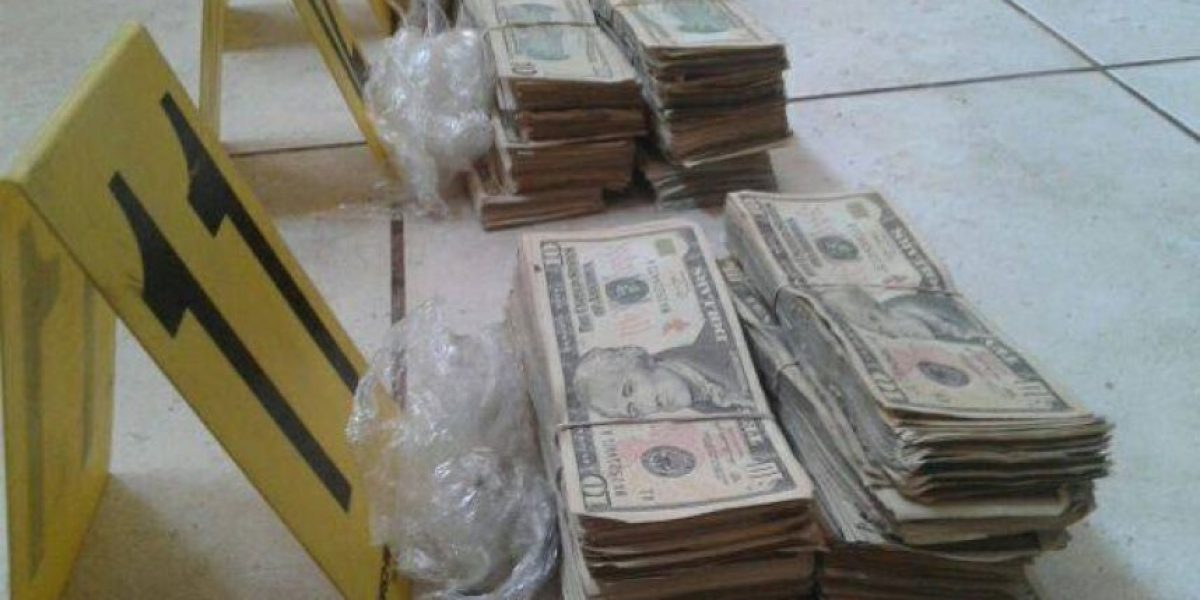 """Supuesto narcotraficante """"Teniente Fantasma"""" guardaba arsenal y más de US$85 mil en una casa"""