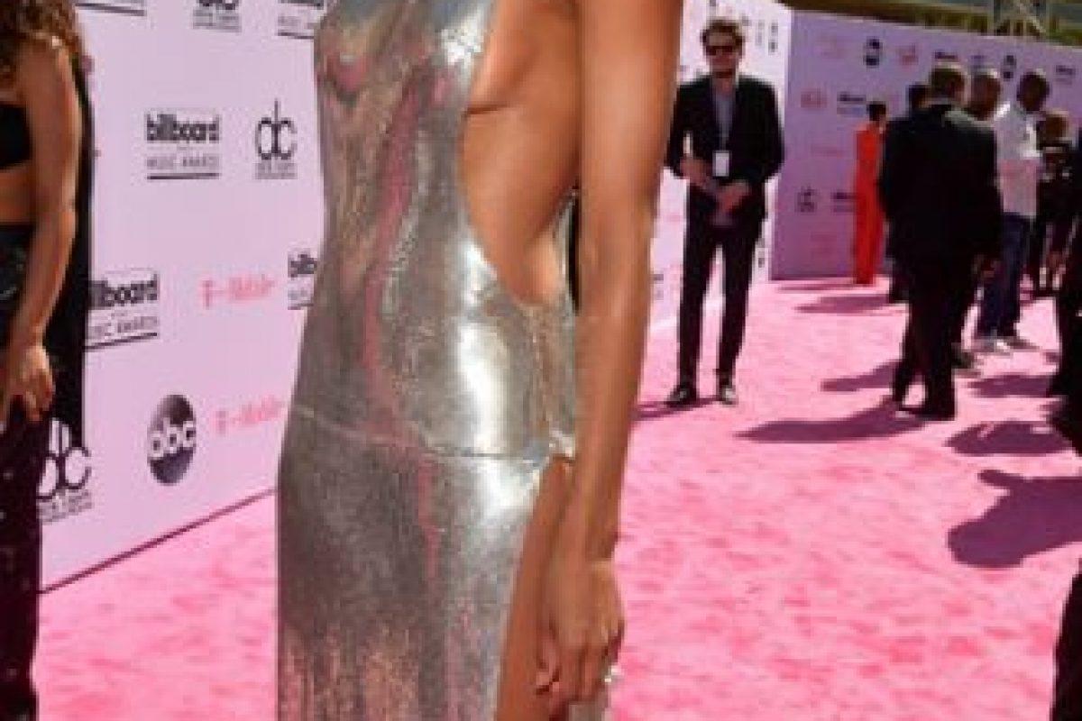 Ciara en un look bastante limpio. Se puede ser sexy y sobria a la vez. Foto:vía Getty Images