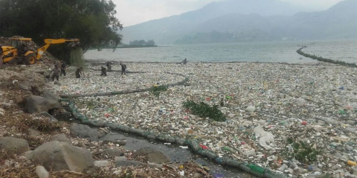 Unos 30 mil metros cúbicos de basura ingresarían en dos meses en el lago de Amatitlán