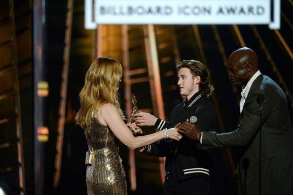 Recibió el premio de icono de manos de su hijo Foto:Getty Images