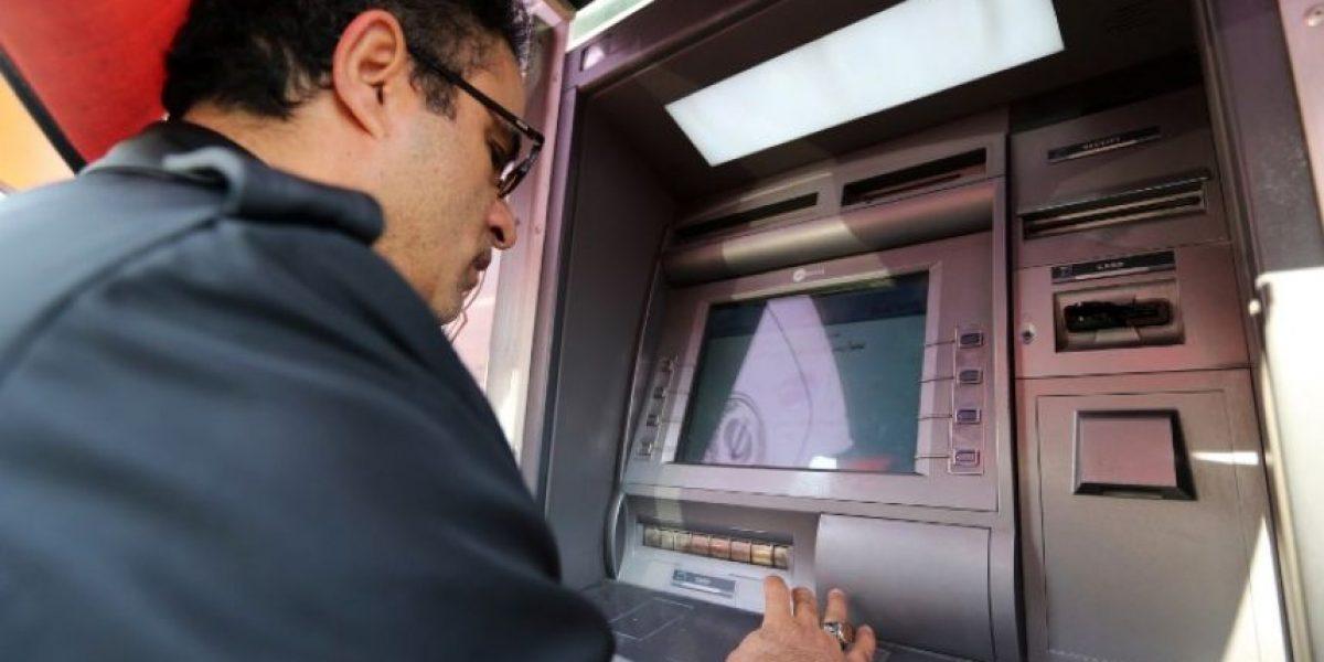 ¡Estafa de película! Roban 10 millones de dólares de cajeros automáticos en Japón