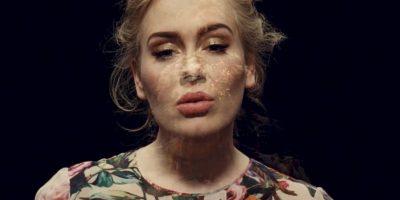 """""""Send My Love"""" es uno de los éxitos más aclamados de su nuevo disco Foto:Vevo"""