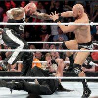 Intervención de otros luchadores como The Bullet y The Uso Foto:WWE