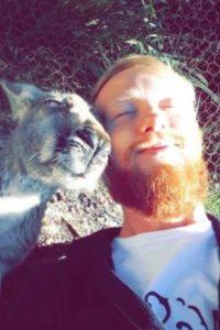 Tomando el sol con un canguro Foto:Imgur