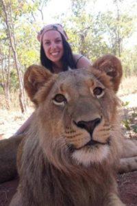 Con un león Foto:Imgur