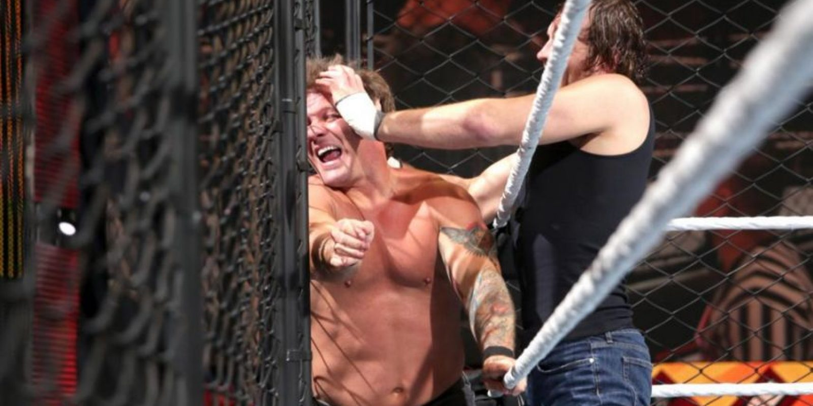 """Al final, el """"Lunático"""" se llevó la victoria Foto:WWE"""