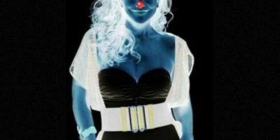 Vean al punto rojo en la nariz de la chica durante 30 segundos. Luego vean el espacio en negro. ¿Qué tal? Foto:Twitter