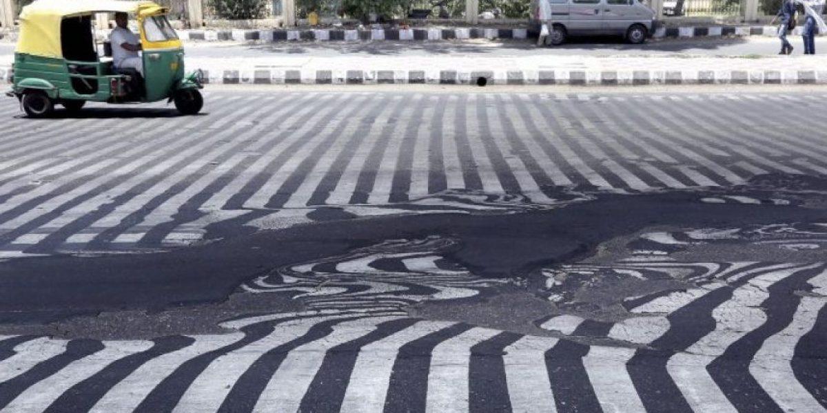 VIDEO. El calor derrite las calles en India