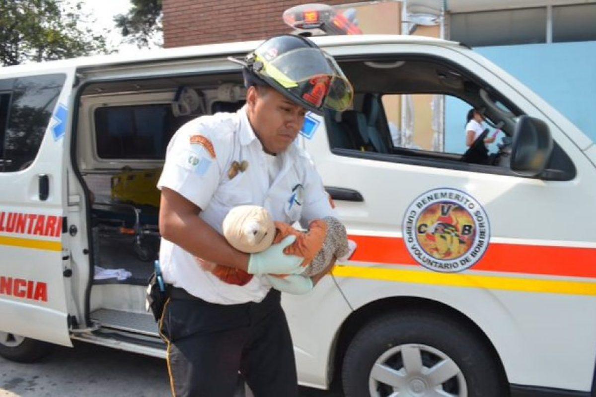 El bebé fue auxiliado por los Bomberos Voluntarios. Foto:CVB