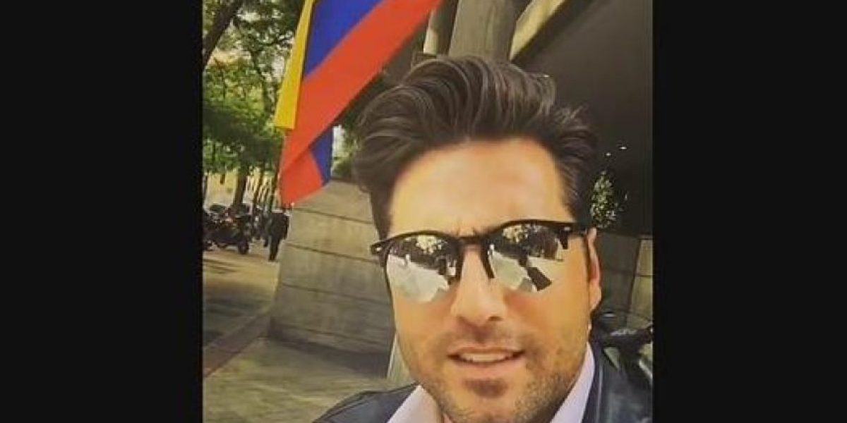 David Bustamante confunde bandera de Colombia con Venezuela y no lo perdonan en redes