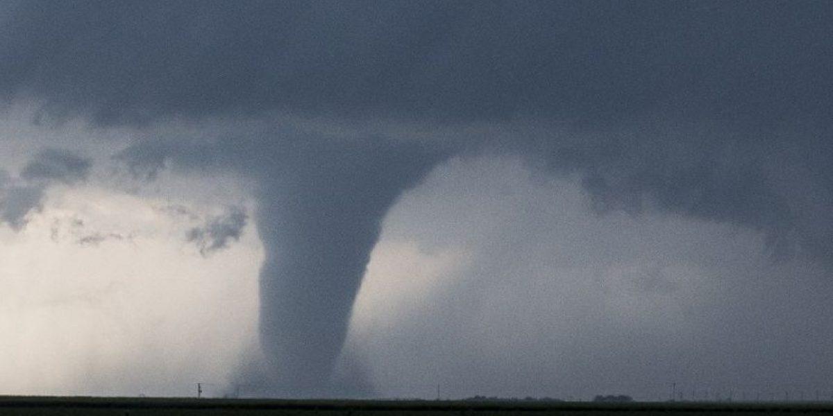 VIDEO: Potente Tornado destruye 20 casas en Kansas