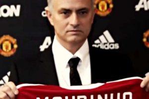 """""""Ser entrenador del Manchester United es un honor especial"""", declaró el portugués tras firmar su contrato. Foto:Vía instagram.com/ManUtd"""