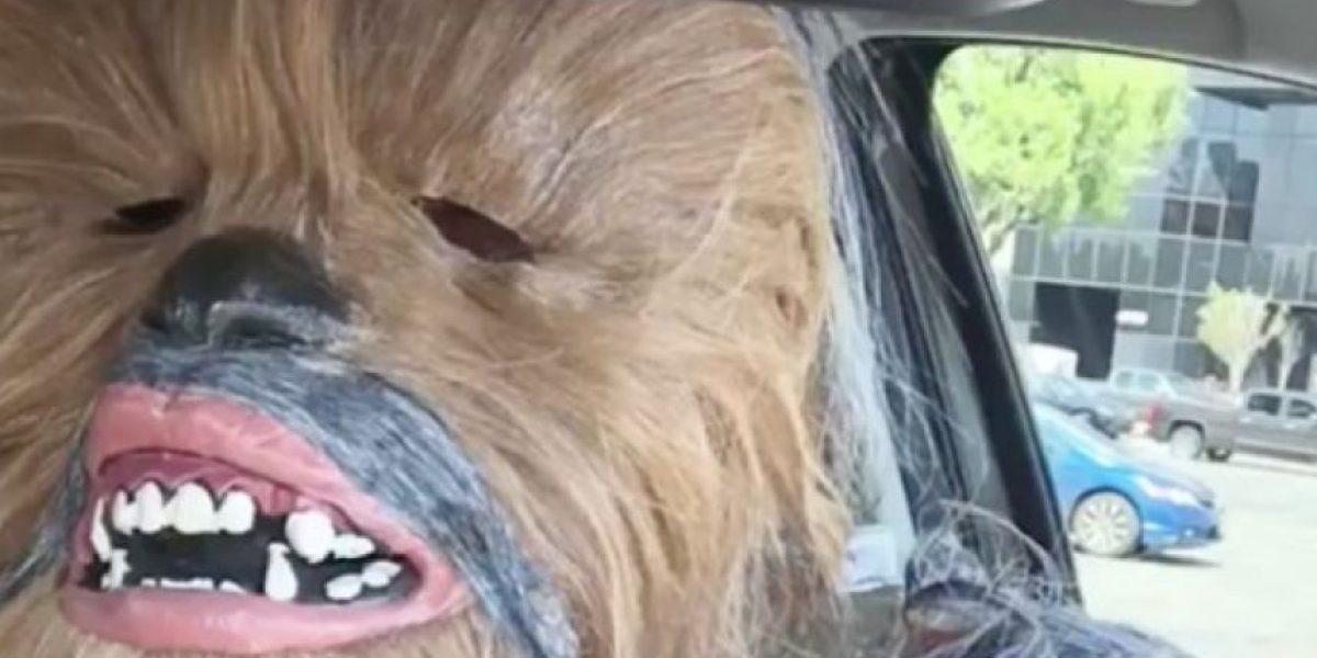 VIDEO. Chewbacca parodia a la mamá en Facebook y le devuelve la broma