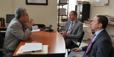 Ministro de Gobernación visita a juez que ha recibido amenazas