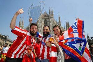 Y en la Plaza del Duomo, icónica de Milán, los hinchas de ambos clubes sintieron la emoción de las horas previas. Foto:Getty Images