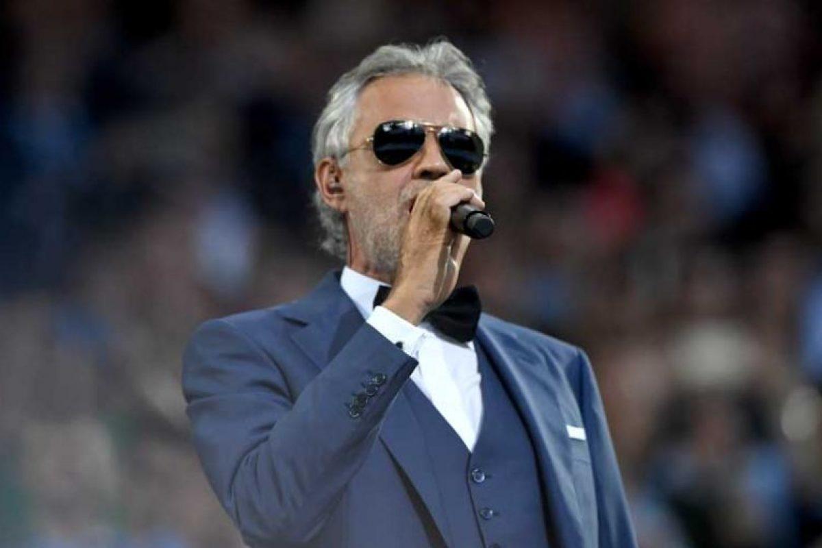 El tenor Andrea Bocelli hizo vibrar a los asistentes con su mágica voz. Foto:Getty Images