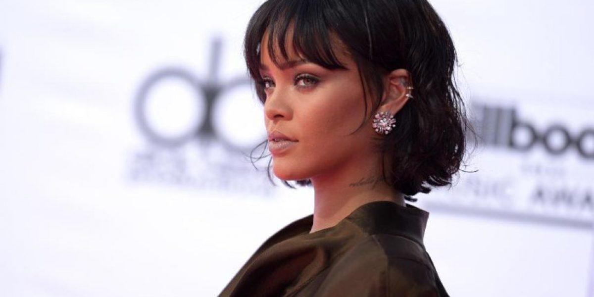 Rihanna pasea en la calle con transparente vestido y sin sostén
