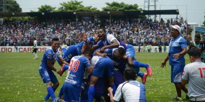 De esta manera el presidente Jimmy Morales felicita al campeón, Suchitepéquez